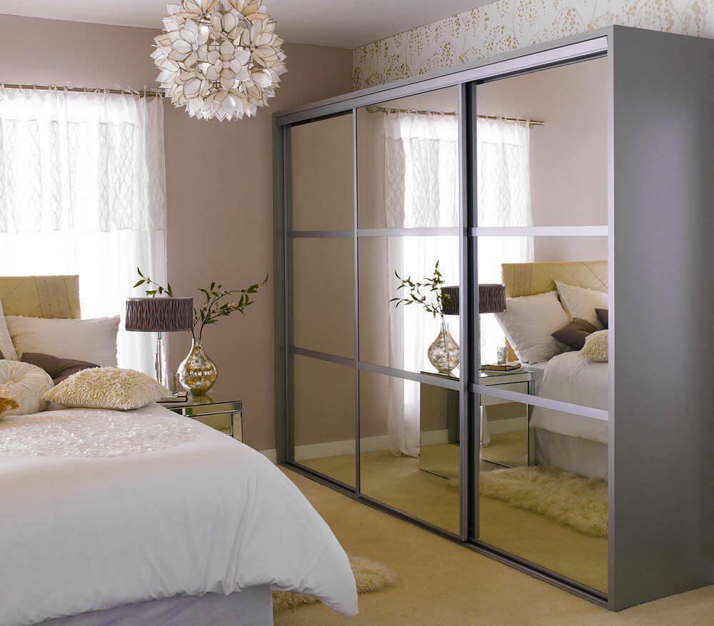 шкаф-купе с зеркальными дверками