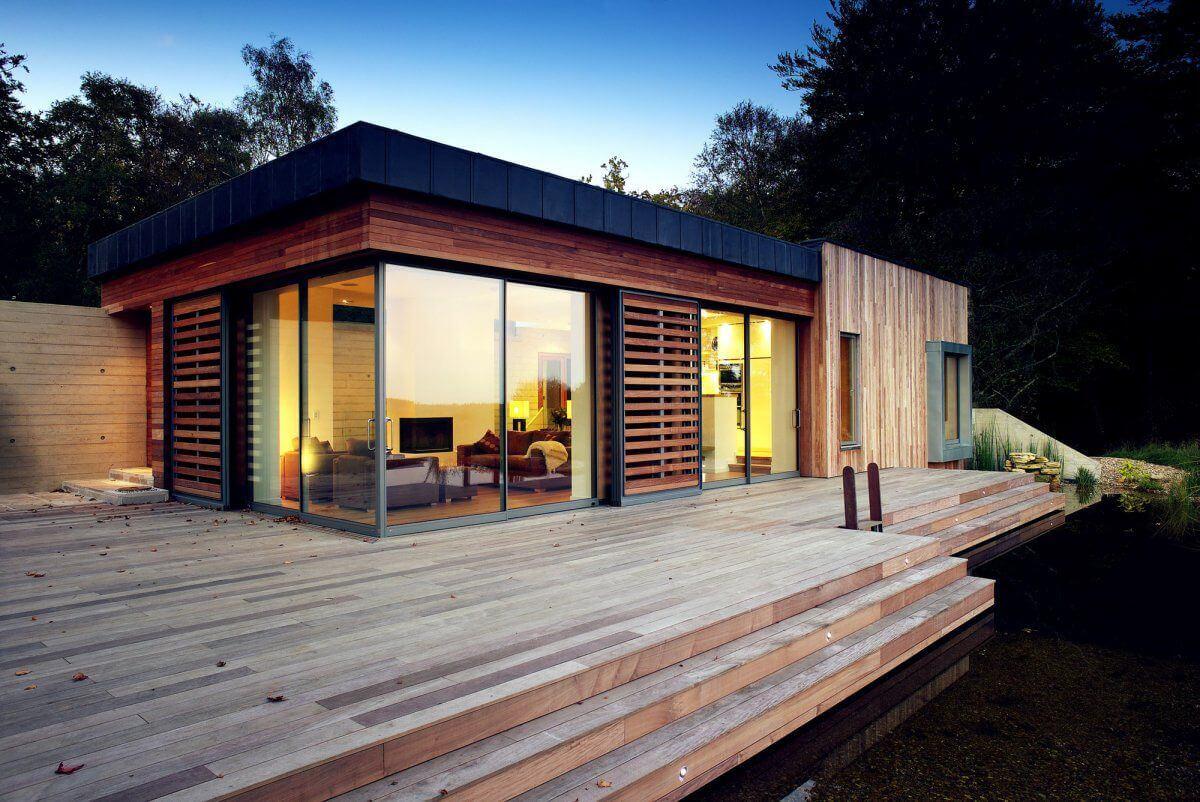 деревянный дачный домик в стиле хай-тек