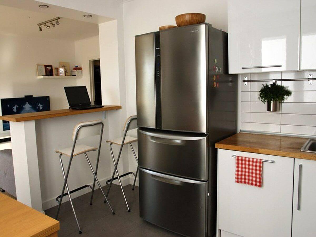 Кухня-гостиная с маленькой барной стойкой