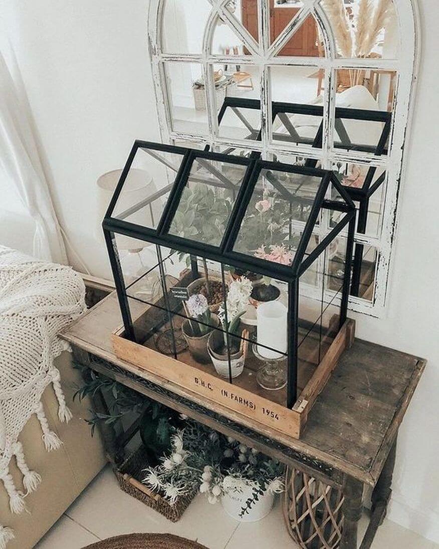 Компактная домашняя теплица из рамок для фотографий